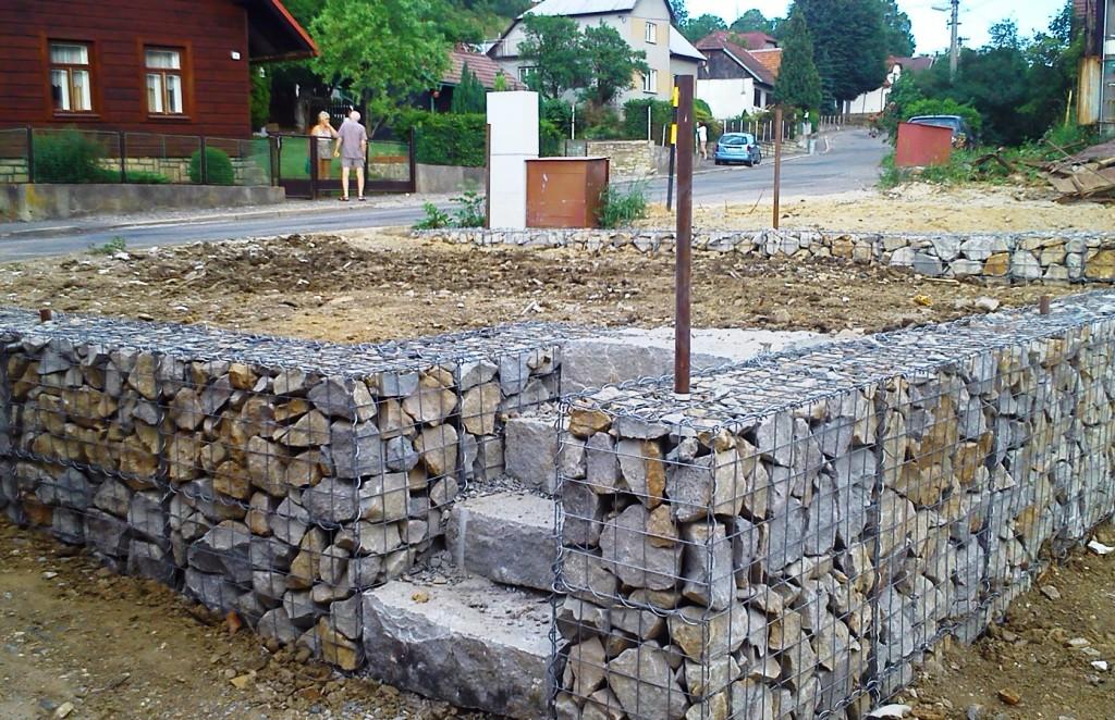 Stavba Gabionů Vsetín, Zlín - okrasné zídky a ploty z kamene pro Vaší zahradu