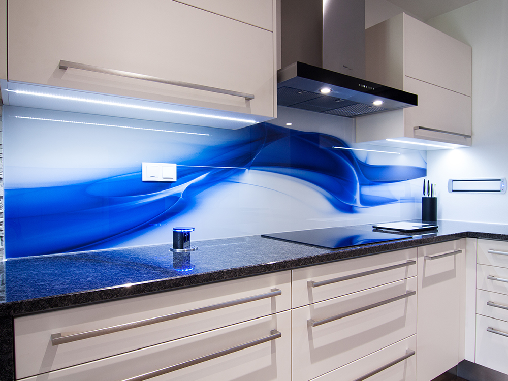 Glass wall cladding behind kitchen units, glass images Czech Republic