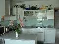 Interiérové sklo - příčky, skleněné dveře, obklady kuchyní, Praha