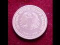 Pamětní, ražené mince v patině či lesku, s originální malbou a rytím