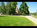 Obec Lhota pod Radčem na Rokycansku, vesnice památkové zóny se stavbami lidové architektury