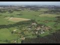Obec Neurazy s dominantní dřevěnou zvonicí, součástí historického mikroregionu Nepomucko