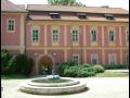Speciální výslechová místnost pro děti s látkovými panenkami - expozice Muzeua Police ČR