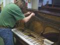 Opravy a ladění pianin Praha