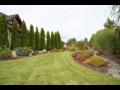 Podzimní odborná údržba zahrady – hrabání listí a zazimování rostlin a stromů