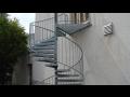 Točitá kovová schodiště i v kombinaci s dalšími materiály, zakázková výroba schodišť