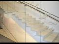 Prefabrikované schodišťové rameno s povrchovou úpravou stupňů teracovým obkladem
