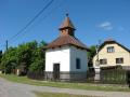 Ujčov, vesnice na Vysočině v přírodním parku Svratecká hornina, ráji rybářů a sítí cyklostezek