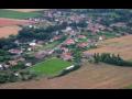 Vesnice Kunčice na Královéhradecku s blízkým zámkem Hrádek u Nechanic a hustými lesy