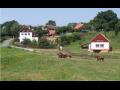 Vesnice Tuhaň, turistická lokalita, historické a přírodní zajímavosti
