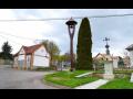 Obec Stříhanov, malá vesnice s obecním domem, knihovnou a chráněným památným stromem