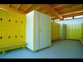 Sanitární příčky a převlékací kabiny značky PALME a ELMAPLAN, rychlá a čistá montáž