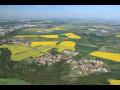 Obec Zlončice, jedna z nejstarších obcí v okrese Mělník, s parkem i přírodním biokoridorem