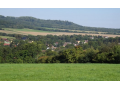 Obec Horní Habartice, vesnice v CHKO České středohoří s hřištěm i turistickými trasami