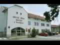 Městys Brodek v Olomouckém kraji, okres Prostějov, Zámek Brodek, park, kašna, sochy
