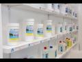 Bazénová chemie se postará o úpravu, chlorové ošetření bazénové vody i prevenci tvorby řas
