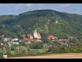 Město u Plzně s krásnou přírodou, lesy a historickými zajímavostmi
