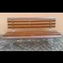 Odolné zahradní lavičky na 50 let, která se vyrábí ze dřeva a kovu