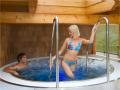 Whirlpooly a masážní bazény