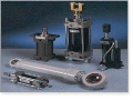 Pneumatické prvky hydraulické prvky senzory stykače snímače.