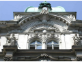 Restaurování a oprava zámeckých oken, dveří a schodišť.