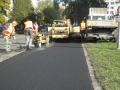 Opravy silnic, údržba vozovek, asfaltování Praha -  pokládka živičných (asfaltových) koberců