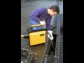 Čistenie odpadového potrubia so strojom REMS Cobra 22/32 je jednoduché, kvalitné a dlhodobé