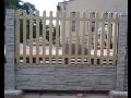 stavba betonov�ho plotu