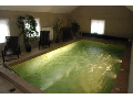 Vnitřním bazénem s protiproudem