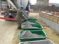 Čerstvé maltové zmesi pre murovanie a omietanie stien pripravené na okamžité použitie