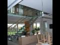Výroba a montáž skleněných schodišť, zábradlí a schodů Praha - kvalitní práce od našich sklenářů