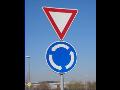 Nabízíme vodorovné i svislé dopravní značky.