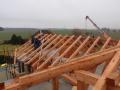 Po navržení se může začít s montáží krovu