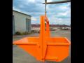 Výklopné kontejnery přepraví stavební materiál i na těžko dostupná místa.