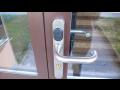 Bezklíčový systém otevírání dveří funguje jednoduše