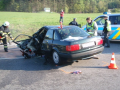 odtahová služba přispěchá na pomoc při dopravní nehodě