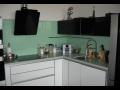 Sklen�n� obklady kuchyn� jsou praktick� i skv�le vypadaj�
