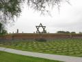 Koncentračný tábor Terezín a jeho hrôzy pripomína pamätník