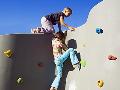 Horolezecké stěny Praha – montáž rozmanitého vybavení na hřiště
