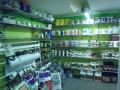 Zavlažování, osvětlení, nádoby a vybavení pro pěstování rostlin