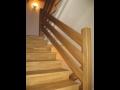 Dřevěné schodiště, zábradlí, obložení stěn, stropu ze dřeva
