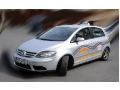 Akreditovaná autoškola s dlouholetou praxí - moderní trenažery i vozy, multimediální učebny