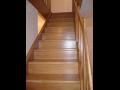 Zak�zkov� v�roba kvalitn�ch d�ev�n�ch schodi��