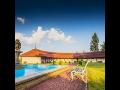 Hotel Veba, ubytov�n�, Broumovsko, svatebn� ob�ad, kongres, �kolen�, restaurace