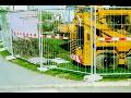 Oplocen� staveb, odd�len� od chodc�, svodidla, z�brany - dopravn� za��zen�