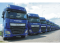 Nákladní kamionová přeprava sypkých materiálů sklápěcími návěsy po celé Evropě