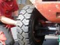 Pneumatiky pro stavební a zemní stroje - montáže přímo v terénu