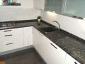 Kamenné kuchyňské desky dodají vaší kuchyní luxus a eleganci