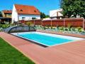 Moderní terasy WPC k domu i bazénu - drážkované pro lepší bezpečnost, odolné vůči vodě