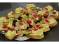 Obložené salámové, sýrové mísy, chlebíčky, pečená porcovaná šunková kolena
